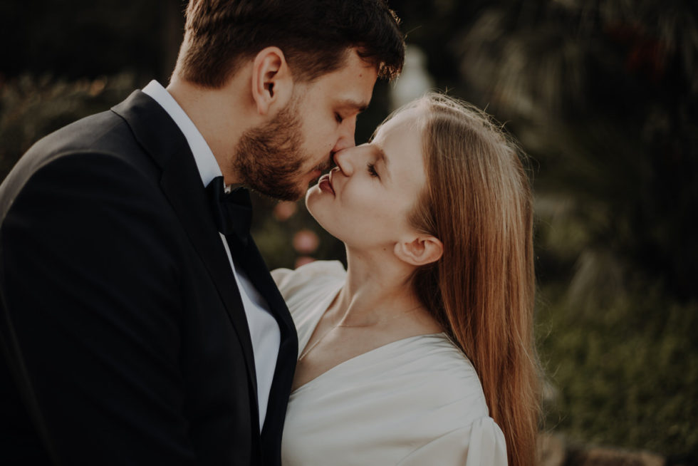 bride and groom kiss in the heart of rome, celebrate their wedding